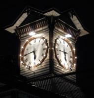2008年大晦日に撮影の当館時計台ライトアップ写真です。