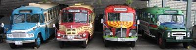 ボンネットバス4台並び(右から順に、ニッサンU690・日野BA14・いすゞBX141・トヨタDB100)