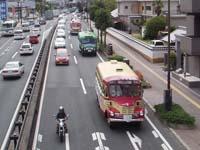 国道2号線(西桜町)を行くボンネットバス3台