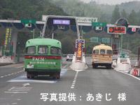 小郡ICから中国自動車道に乗る ETCレーンへ進むニッサンU690