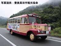 中国自動車道(美東SA付近)を疾走する いすゞBX141