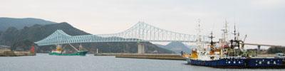 舘浦漁港からみた生月大橋