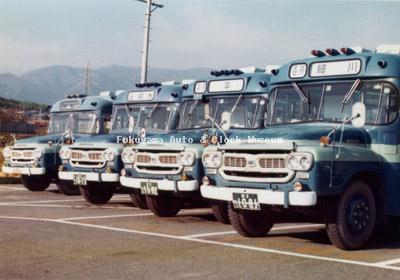 江若交通のいすゞBXD30(帝国自動車工業)4台並び 1976年に堅田営業所で撮影されたもの