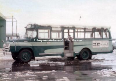 江若交通のいすゞBXD30(1965年式か,帝国自動車工業) 堅田営業所で1975〜76年の冬に撮影されたものか
