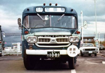 江若交通のいすゞBXD30(1967年式,帝国自動車工業) 堅田営業所で1976年か77年に撮影されたものか