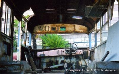 元江若交通のいすゞBXD30(1967年式,帝国自動車工業) 修復中の車内