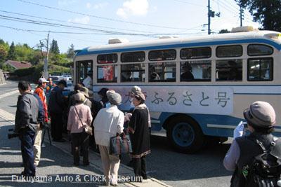 千枚駐車場でボンネットバス・トヨタDB100に試乗される徳島県からの観光客ご一行