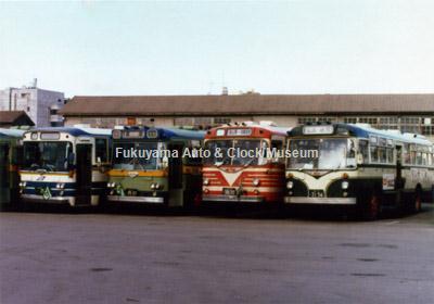 往年の中国バス4台並び