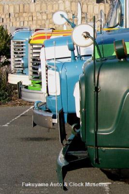 ボンネットバス4台並び 手前から長さ順にニッサンU690・トヨタDB100・日野BA14・日野BH15