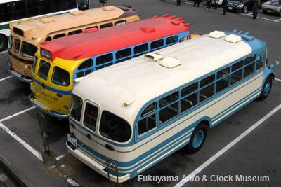 鞆鉄道鞆車庫でのボンネットバス3台並び