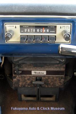 ダットサン サニー1000デラックス(初代B10前期型2ドアセダン,1966年式)のラジオとヒーター