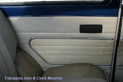 ダットサン サニー1000デラックス(初代B10前期型2ドアセダン,1966年式)の後部座席左側の内張り