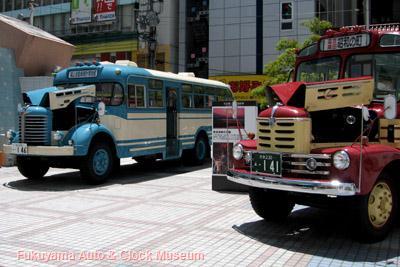 広島市・アリスガーデンで開催された『大分県豊後高田「昭和の町」ボンネットバスキャラバン』での いすゞBX141と日野BH15の展示状況