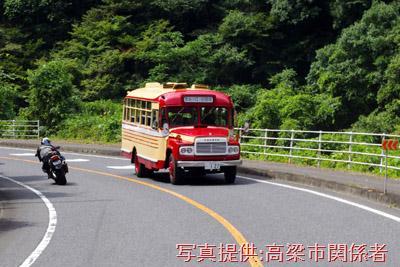 8月7日、ロマンチック街道313(国道313号線)を高梁市へ向かうボンネットバス・トヨタDB100【クリックで掲載記事へリンク】
