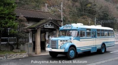 JR伯備線 方谷駅を訪れたボンネットバス・日野BH15【クリックで大きく表示】