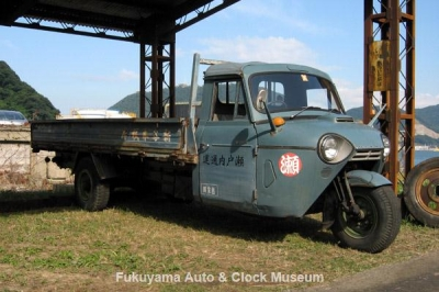 NHK土曜ドラマスペシャル「とんび」に出演の三輪トラック・マツダT2000 旧門司食糧倉庫において【クリックで大きく表示】