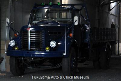 NHK土曜ドラマスペシャル「とんび」に出演 F様の日野KB120型ボンネットトラック(1967年式,元クレーン車) 旧門司食糧倉庫において