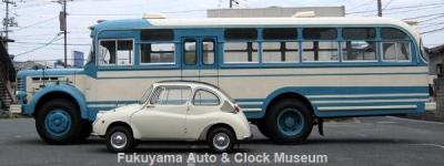 ボンネットバス・日野BH15(1961年式,帝国自動車工業)とスバル360DX(K111,1968年式) 大きさ比べ【クリックで大きく表示】