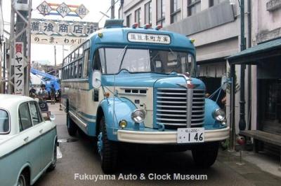 NHK土曜ドラマスペシャル「とんび」に出演のボンネットバス・日野BH15 西大寺五福通りにおいて【クリックで大きく表示】
