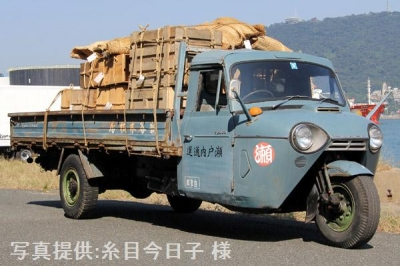 NHK土曜ドラマスペシャル「とんび」に出演 当館の三輪トラック・マツダT2000 旧門司食糧倉庫において【クリックで大きく表示】