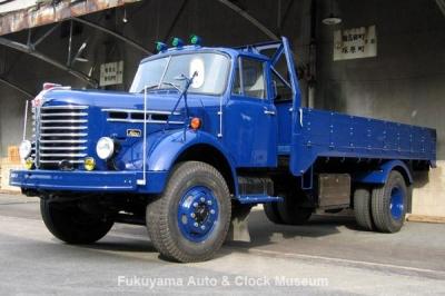 NHK土曜ドラマスペシャル「とんび」に出演 F様の日野KB120型ボンネットトラック 旧門司食糧倉庫において【クリックで大きく表示】