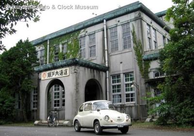 NHK土曜ドラマスペシャル「とんび」に出演 当館のスバル360DX 旧門司食糧倉庫の事務所前において【クリックで大きく表示】