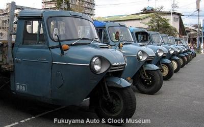 2011年2月13日「第2回糸目フェス」開催風景(三輪トラック11台並び)【クリックで大きく表示】