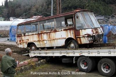 マツダ ライトバスAEVA(C)廃車体の引き取り作業風景 2012.2.17撮影【クリックで大きく表示】