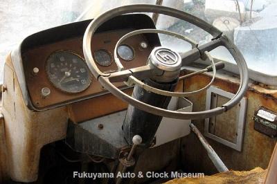 マツダ ライトバスAEVA(C)廃車体の運転席まわり 2012.2.24撮影【クリックで大きく表示】