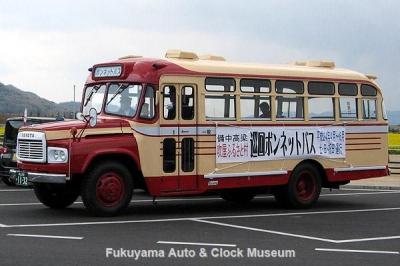 PRのため道の駅 笠岡ベイファームを訪れた高梁市のボンネットバス・トヨタDB100【クリックで大きく表示】