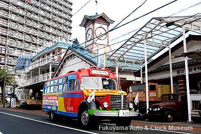 2012年5月3日、ひろしまフラワーフェスティバルの花の総合パレードへ向けて出発するボンネットバス・日野BA14