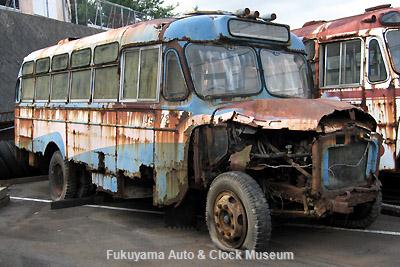 元中鉄バスのニッサンU690(1964年式,富士重工業)廃車体