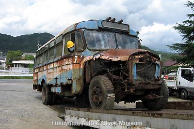 元中鉄バスのニッサンU690(1964年式,富士重工業)廃車体引き取り作業風景 9月11日(2日目)撮影