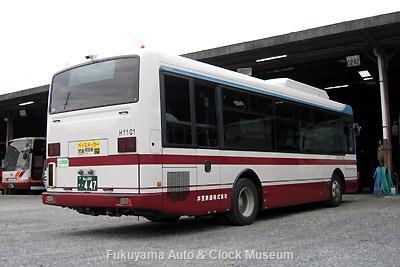 井笠鉄道の日野PDG-KR234J2レインボーII(2011年式,ジェイ・バス,社番H1101,福山200か447) 旧同社福山自動車営業所において2012年10月18日撮影