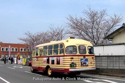 豊後高田 昭和の町周遊から第9回「昭和の町」レトロカー大集合会場へ帰着したボンネットバス・いすゞBX141【クリックで大きく表示】
