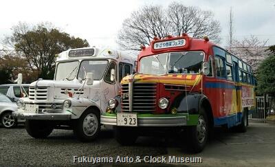 ボンネットバス2台並び 当館の日野BA14と日本自動車博物館の いすゞBXD30 3月31日、名古屋市中川区内において