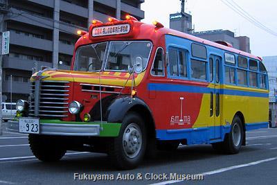 ボンネットバス・日野BA14 3月31日6時すぎ、福山駅北口において名古屋出張前記念撮影