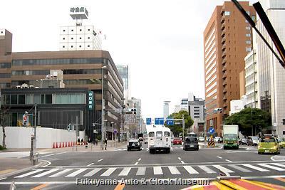 3月31日、老舗劇場・御園座(3月末閉館)前の伏見通(国道19号線)を進むボンネットバス・日野BA14