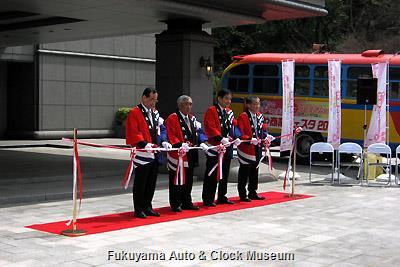 4月1日、名古屋市公館前で開催の な・ご・や商業フェスタ2013 出発式 テープカット