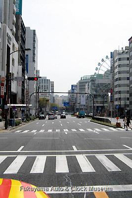 4月1日、名古屋市中区・錦三丁目交差点を南進するボンネットバス・日野BA14