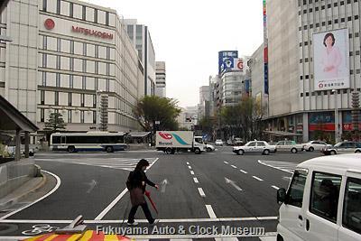 4月2日、名古屋市中区・栄交差点を南進するボンネットバス・日野BA14