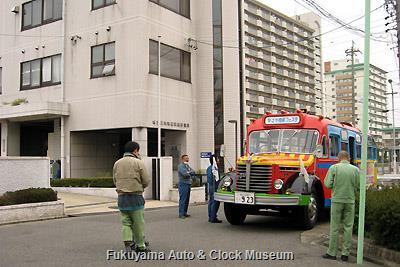 4月2日、名古屋市熱田環境事業所を表敬訪問したボンネットバス・日野BA14