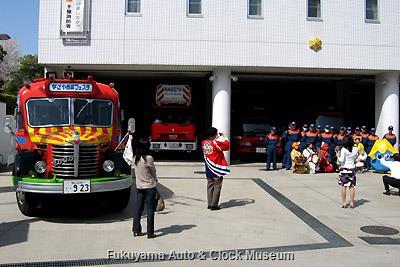 4月4日、千種消防署を表敬訪問したボンネットバス・日野BA14