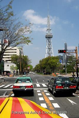 4月5日、名古屋市中区・錦通久屋交差点を北進するボンネットバス・日野BA14