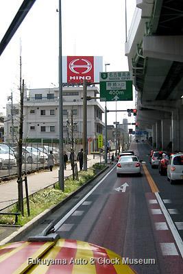 4月5日、名古屋市瑞穂区・愛知日野自動車本社沿いの国道1号線を南進するボンネットバス・日野BA14