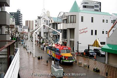 4月6日、名古屋市北区・大曽根商店街を訪問したボンネットバス・日野BA14