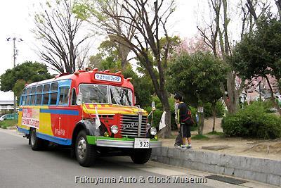 4月7日、名古屋市名東区社台二丁目・上社西部第一公園を訪問したボンネットバス・日野BA14