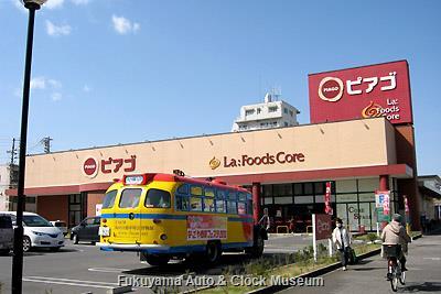 4月8日、名古屋市南区柴田本通一丁目のピアゴ ラ・フーズコア柴田店を訪問したボンネットバス・日野BA14