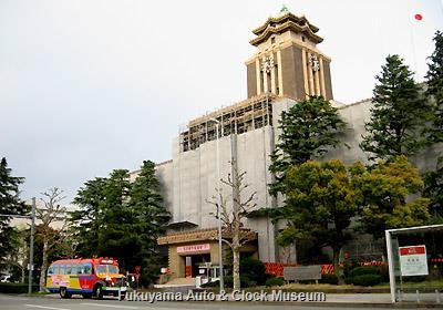 名古屋市役所本庁舎(外壁修繕中)とボンネットバス・日野BA14 4月7日撮影