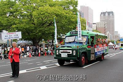 5月3日、ひろしまフラワーフェスティバルの花の総合パレードに出場したボンネットバス・ニッサンU690